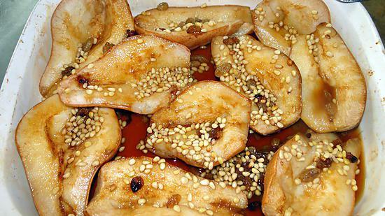 recette Poires au four avec raisins secs, pignons et Moscatel