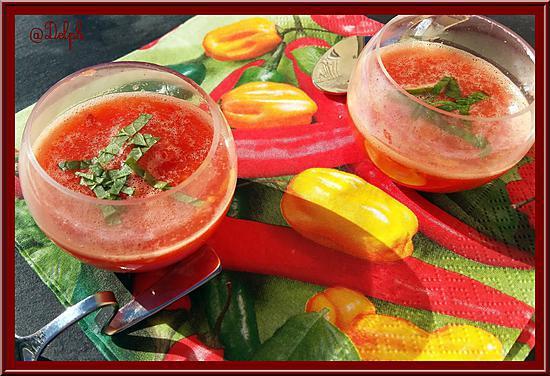 recette Verrines de soupe de tomates au basilic