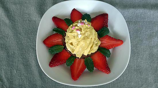 recette Croustillant praliné, chantilly pistache et sa fleur de fraises