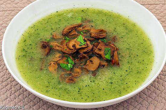 recette de soupe facile aux courgettes et aux champignons. Black Bedroom Furniture Sets. Home Design Ideas