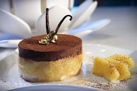 recette Dacquoise aux Amandes, Compote de Coings à la Vanille et Mousse au Chocolat à la Fève Tonka