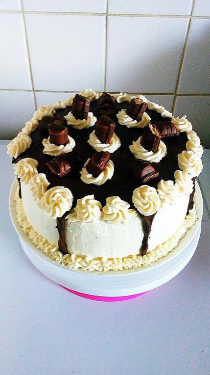 recette layer cake kinder bueno