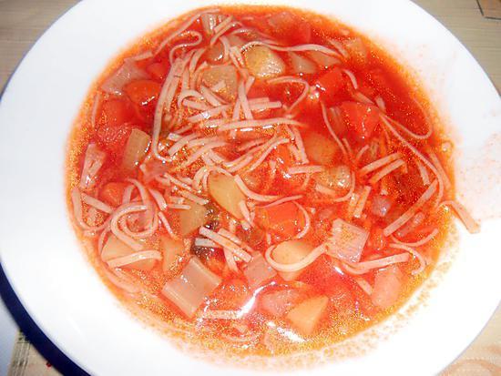 Recette de soupe de legumes avec des tagliolini frais maison - Soupe de legume maison ...