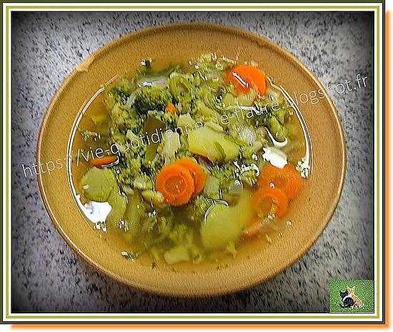 recette de soupe brocoli carotte poireau non mix e. Black Bedroom Furniture Sets. Home Design Ideas