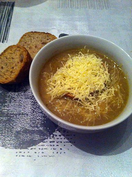 Recette de soupe l 39 oignon maison - Soupe a oignon maison ...