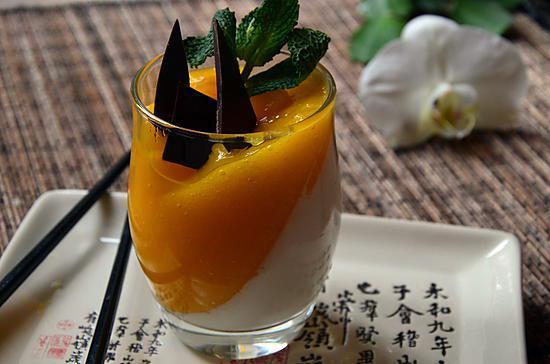 recette PANACOTTA CREME DE COCO ET COULIS DE MANGUE POUR NOUVEL AN CHINOIS