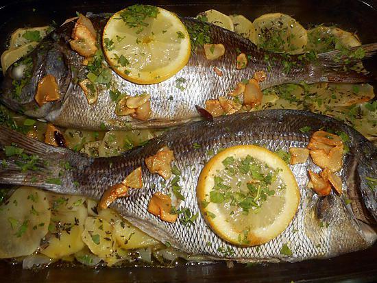 recette Dorade grise a l ail et pommes de terre(besugo al horno patatas)