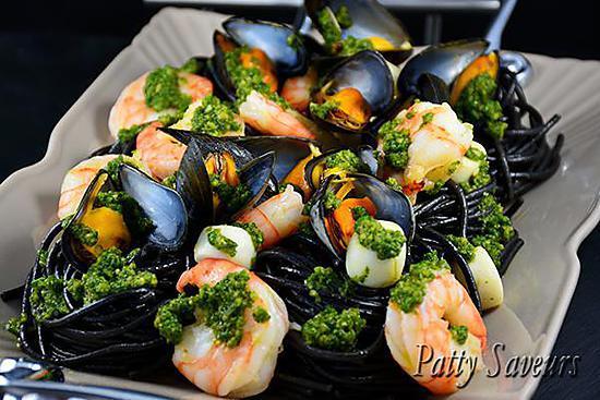 recette de p 226 tes 224 l encre de seiche coquillages et crustac 233 s