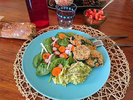 recette Galettes de quinoa, avocat à l'échalote et salade croquante au citron