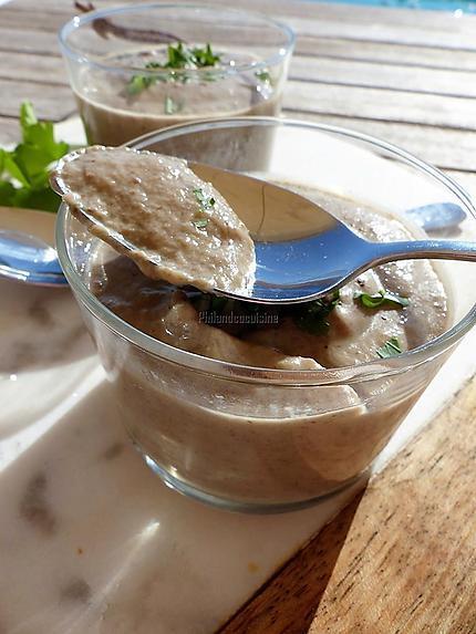 recette de soupe froide aux champignons et au yaourt grec. Black Bedroom Furniture Sets. Home Design Ideas