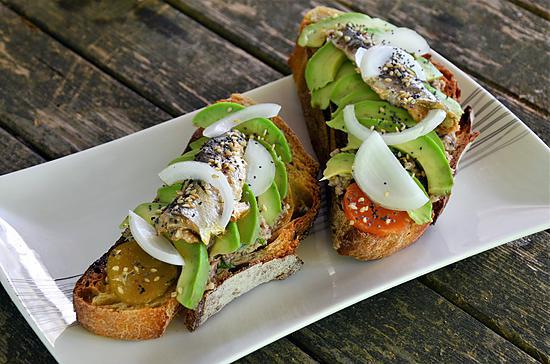 recette Avocado toast à la tapenade de sardine à l'huile pimentée