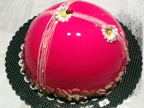 recette Entremet vanille-fraise et pistache, glaçage miroir rose