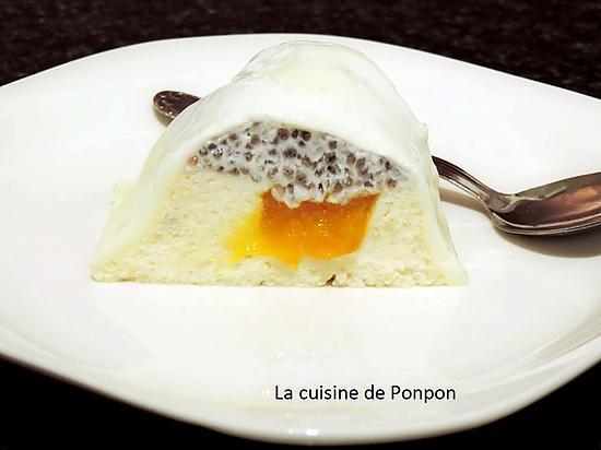 recette Blanc manger aux amandes avec des graines de chia au lait de coco et un insert à la mangue