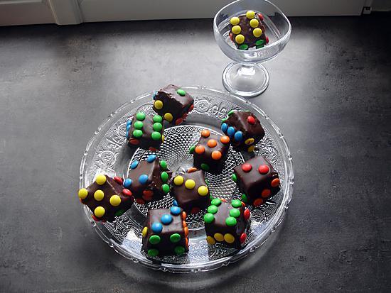 """recette """"  Jeu de  421  ancien   """"       Dés  de brownies  aux marshmallows et smarties"""