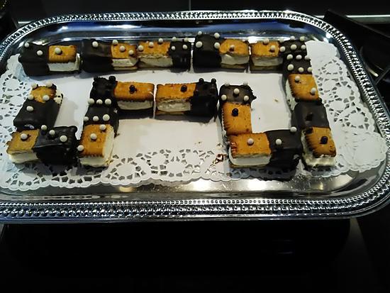 recette Jeu de dominos à la crème fouettée vanille et glaçage au chocolat