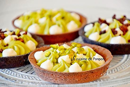 recette Tartelette garnie de crème pâtissière à la pistache sur un lit de caramel au beurre salé