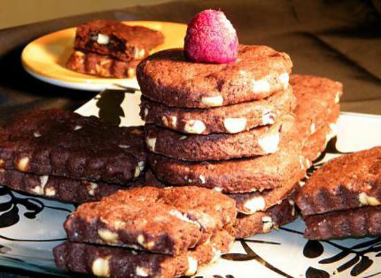 recette Sablés chocolat noir et blanc, fleur de sel et framboises