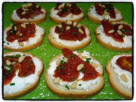 recette Toasts au chèvre frais et tomates séchées