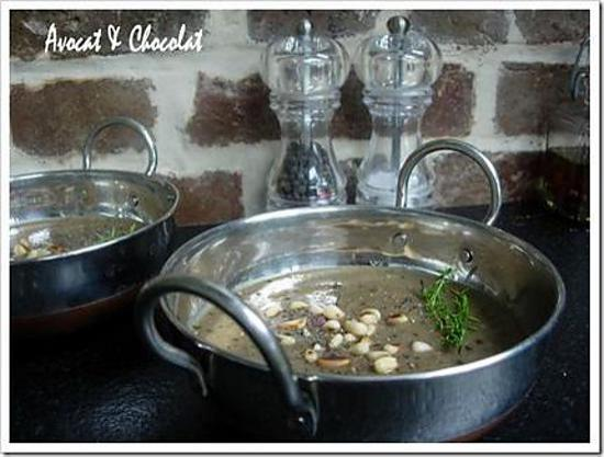 recette ** Soupe froide parfum d'été : Aubergine,courgette confites au vinaigre balsamique, ail, thym, origan et ses pignons grillés**