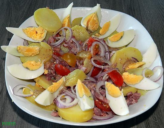 recette Salade de pommes de terre aux oeufs et oignons rouges