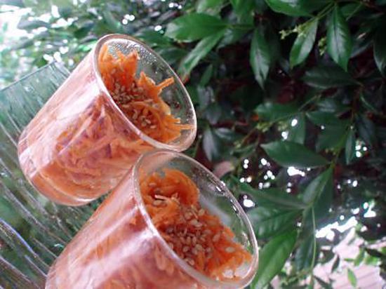 recette Carottes râpées aux graines de sésame, orange & cumin