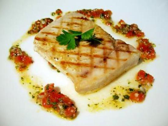 Recette de filet d 39 espadon grill sauce tomate piquante - Steak d espadon grille sauce combava ...