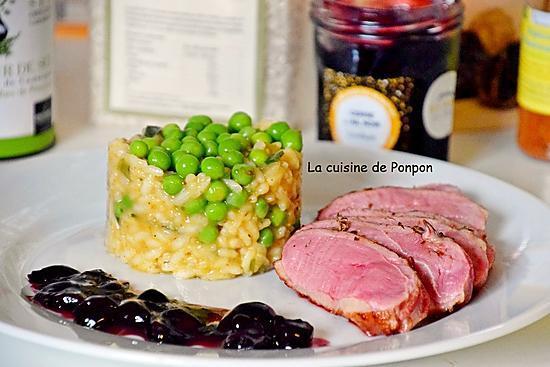 recette Magret de canard cuit à basse température, confiture de cerise à l'ail noir et risotto aux petits pois