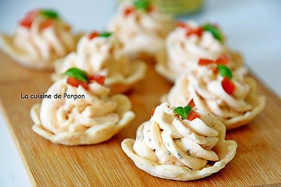 recette Amuse bouche mini lotus garni de fromage frais tomate et basilic