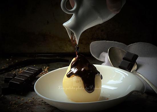 recette Poire pochée nappée de chocolat fondu
