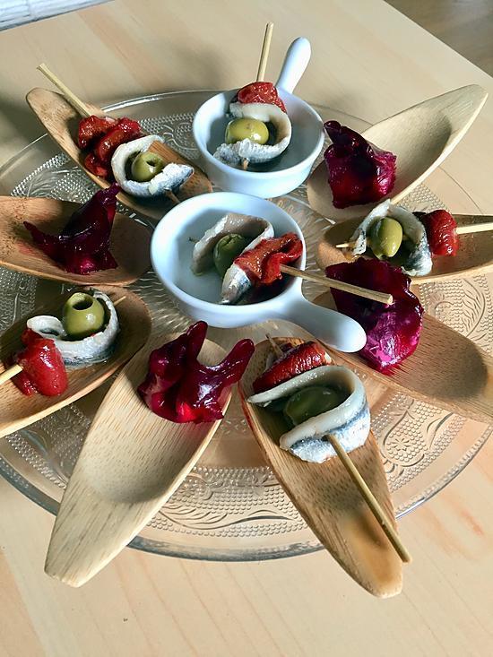 recette Cuillères apéritives de betterave au fromage frais et noix et brochettes d'anchois