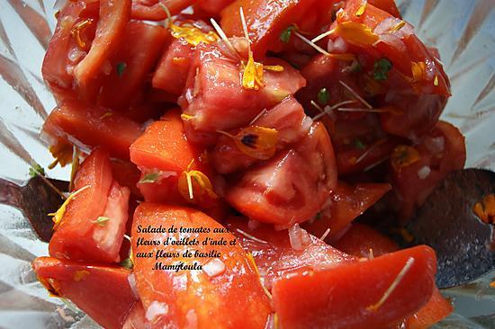recette Salade de tomates aux fleurs d'œillet d'inde et aux fleurs de basilic