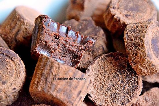 recette Truffe au chocolat noir, à la confiture de lait et à l'ail noir