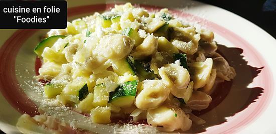recette Raviolis sauce courgette à la crème d'ail et parmesan au thym ( vite fait bien fait! )