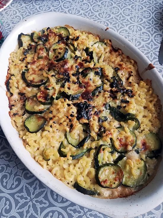 recette Gratin de Coquillettes, courgettes sauce ail, crème, lait de coco et parmesan