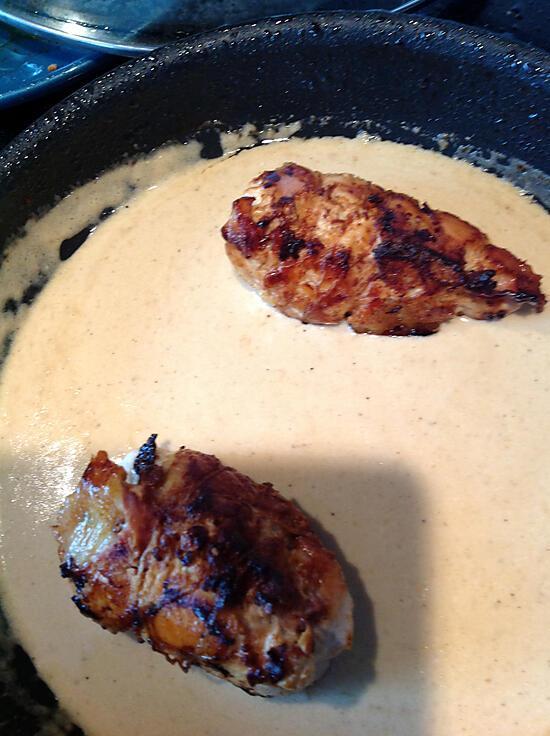 recette Escalopes de poulet farcies au jambon et mozzarella avec une sauce au parmesan