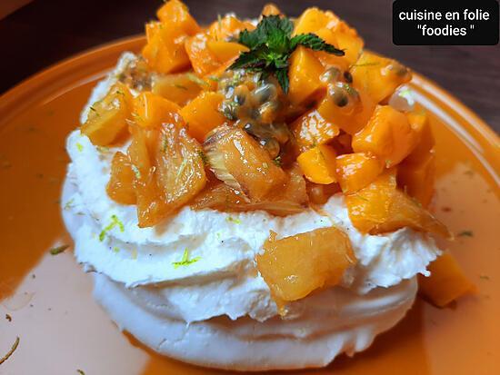 recette Pavlovas individuelles ananas flambé au rhum, mangue ,fruits de la passion