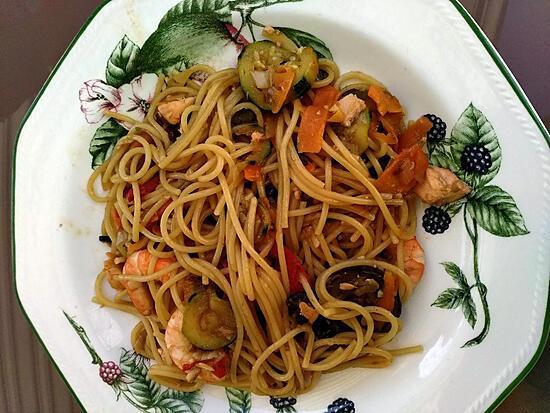 recette Spaghettis aux crevettes et légumes