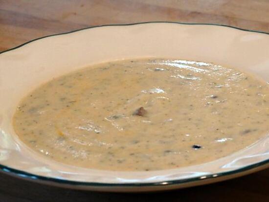recette Velouté de Chou-Fleur  au Chorizo et Pignons de Pin Grillés (avec Monsieur Cuisine)