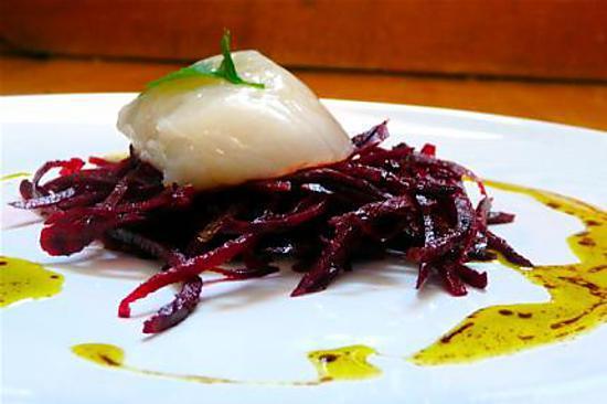 recette Carpaccio de Saint-Jacques, spaghettinis de betterave, une vinaigrette pistachée