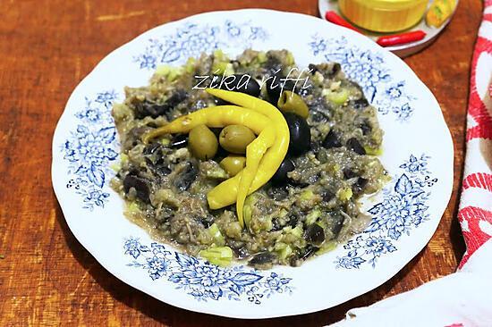 recette Salade d'aubergines à l'ail et au piment vert fort cru
