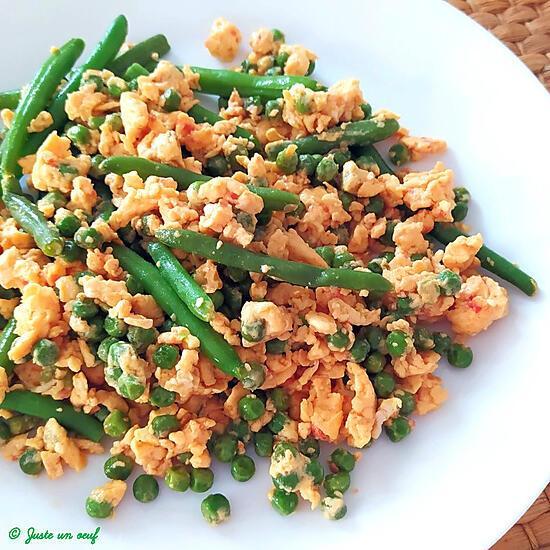 recette Oeufs brouillés arrabiata aux légumes verts