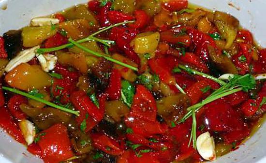 Recette de poivrons marin s - Salade de poivron grille ...