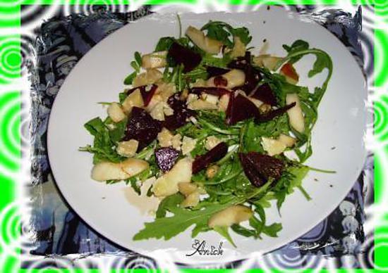 recette salade roquette-betterave -parmesan aux poires et noisettes