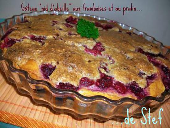 """recette Gâteau """"nid d'abeille"""" aux framboises & pralin"""