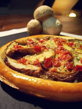 recette Tarte fine aux cèpes bouchons, beurre aux tomates confites...