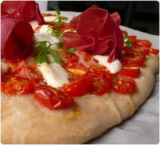 recette de pizza de tomates cerises bressaola et mozzarella. Black Bedroom Furniture Sets. Home Design Ideas