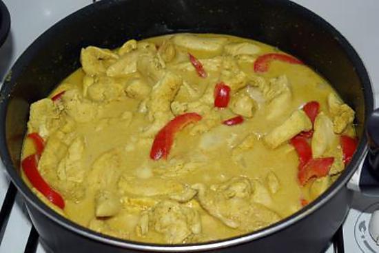 recette de poulet au curry jaune et a l 39 ananas par d lices de nanou. Black Bedroom Furniture Sets. Home Design Ideas