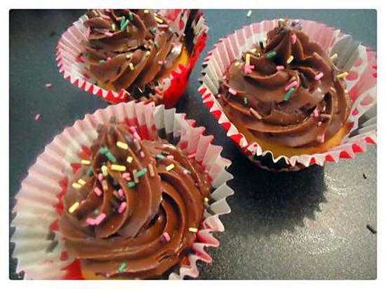 recette de cupcakes la vanille et son glacage chocolat. Black Bedroom Furniture Sets. Home Design Ideas