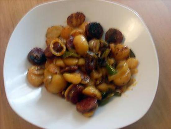 recette de pommes de terre saut oignons poivrons chorizo. Black Bedroom Furniture Sets. Home Design Ideas