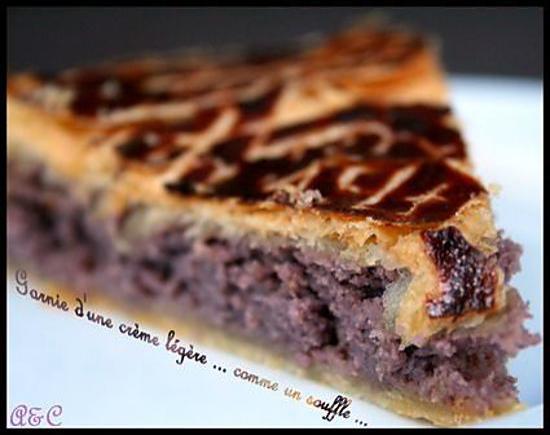 recette ** Galette des rois garnie à la crème d'amande, coing et cassis ... légère comme un souffle**